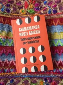 Libro Todos deberíamos ser feministas de Chimamanda Ngozi Adichie