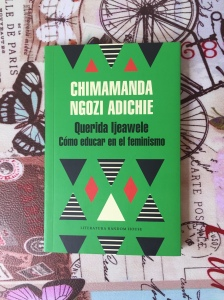 Libro Cómo educar en el feminismo de Chimamanda Ngozi Adichie