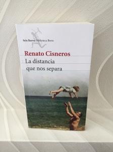 Libro La distancia que nos separa de Renato Cisneros