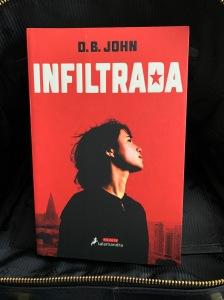 Libro Infiltrada de D.B. John