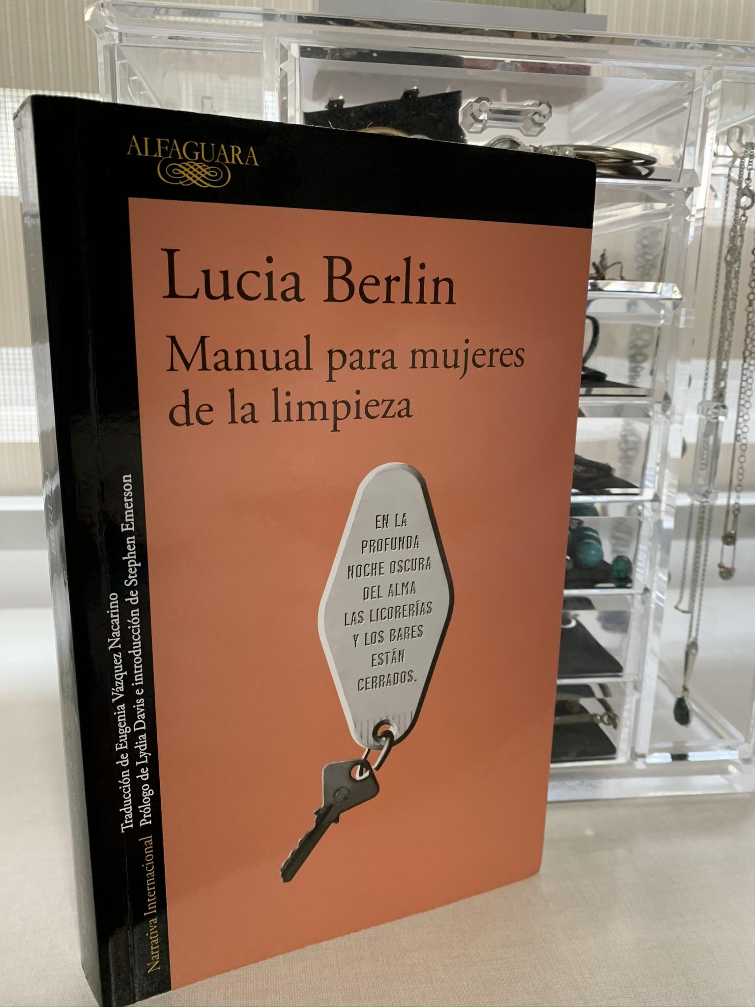 Libro Manual para mujeres de la limpieza de Lucia Berlin
